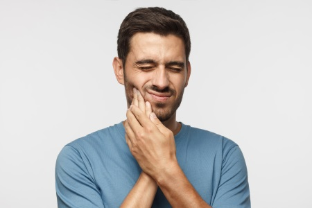 man tooth pain